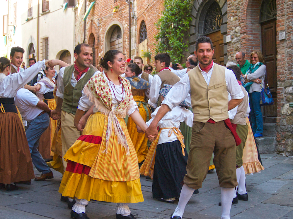 villages of Tuscany, Italian traditional dances