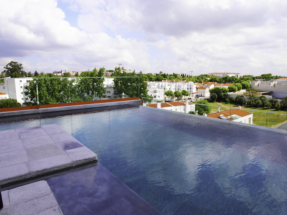 infinity pool in Evora, Vitoria Stone Hotel