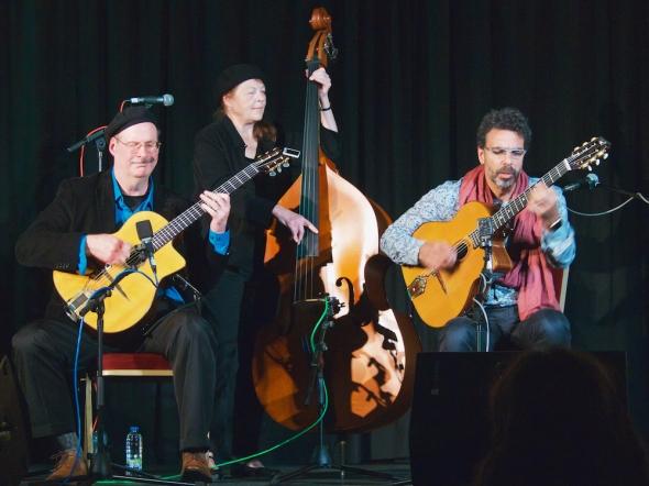 Django sur Lennon festival, gypsy jazz in Ireland