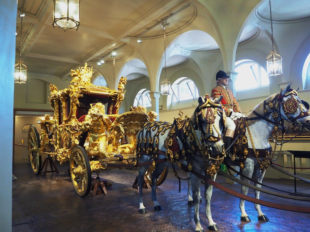 Royal Mews London, Royal collection, Qeen's stables london, London Pass
