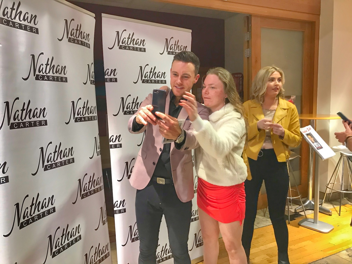 Nathan Carter and fans, Nathan Carter live in Derry, Nathan Carter at the Millenium Derry, country music live concert