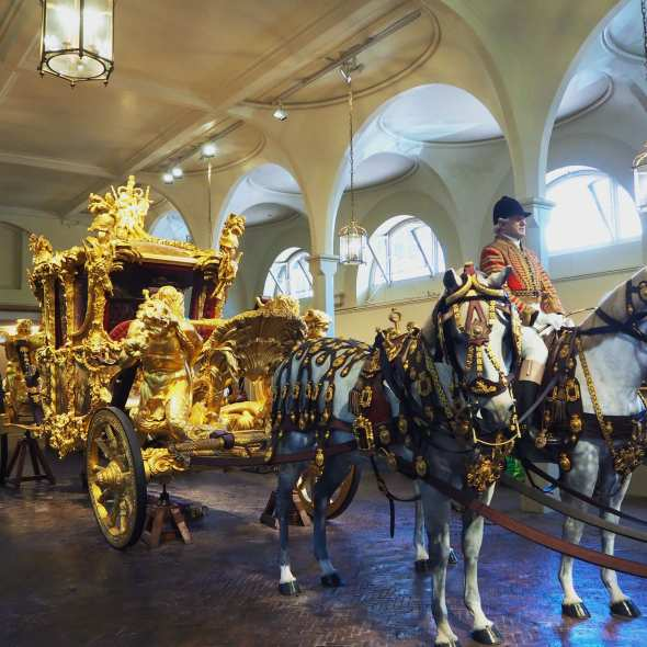 royal mews london,