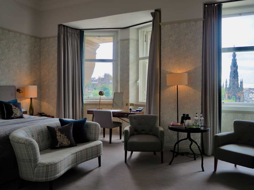 castle view bedroom balmoral hotel, best accommodation in edinburgh, luxury hotels edinburgh,